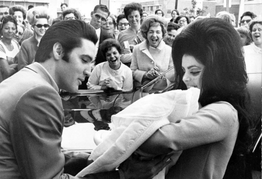 Elvis_Presley_and_Priscilla_with_Lisa_Marie_February_1968Wikimedia Commons